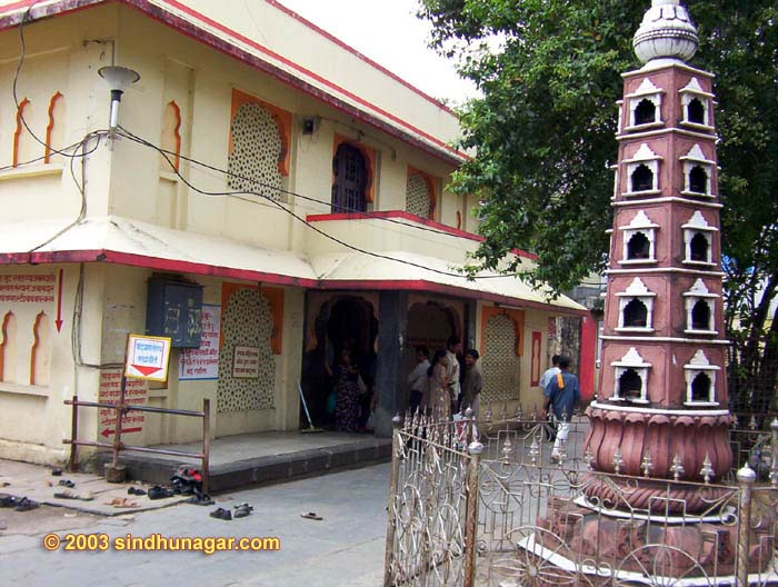 Titwala Ganesh Temple-outside view- Titwala temple is one of the very common visited location for the people very far.